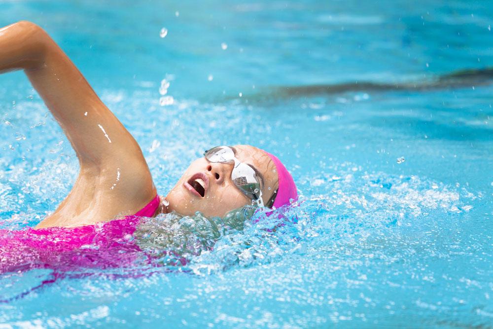 Szabad-e rendszeresen úszni, ha gerincproblémánk van?